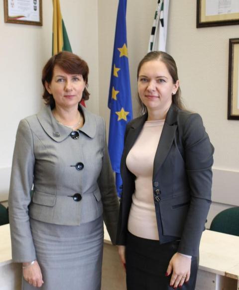 Pirmojo etapo barjerą įveikė  Aurelija Tamošauskienė ir  Silvija Tverskienė. Nuotraukos Šilutės r. savivaldybės