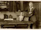 Martynas Toleikis Šilutės etnografinio muziejaus vyriausias preparatorius. Nuotraukos Šilutės muziejaus