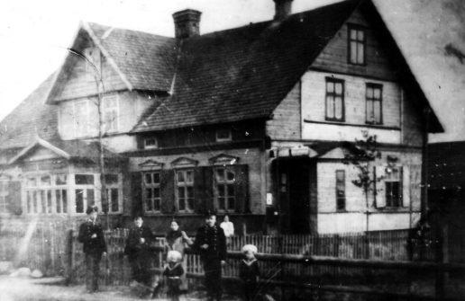 Namas Dariaus ir Girėno g 28, kurį Dominykas Markvaldas suteikė mokyklai įrengti ir mokytojams apgyvendinti. Nuotraukos muziejaus