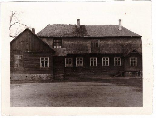 Buvęs muitinės pastatas, kur 1923 – 1970 m. buvo Žemaičių Naumiesčio mokykla.