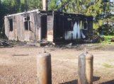 Budrikų kaime sudegė medinis gyvenamasis namas