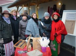 Vydūno bibliotekos teatralizuota šviečiamoji-kultūrinė programa tradiciniame kalėdiniame žąsų turguje Mažojoje Lietuvoje