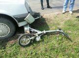 Skersai kelią išvažiavęs dviratininkas buvo partrenktas automobilio
