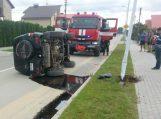 Moters vairuojamas automobilis patyrė avariją