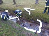 Žemaičių Naumiestyje į Lendros upelį išsiliejo teršalai
