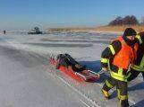 Ant Kuršių marių ledo vyko pasieniečių, ugniagesių ir Bendrojo pagalbos centro pratybos