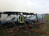 Žalpiuose padegtas naujakurių ūkinis pastatas