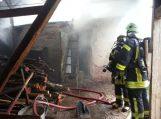 Žaibas padegė ūkinį pastatą