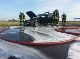 Šlažuose degė lengvasis automobilis