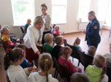 Inkaklių mokyklos-daugiafunkcio centro vaikai mėgsta dovanas, todėl jų ir gauna…