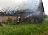 Kukorų kaime degė ūkinis pastatas
