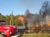 Sekmadienį Petrelių kaime sudegė ūkinis pastatas
