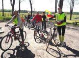 Kraštotyrinė kelionė dviračiais vaikams atvėrė piliakalnio paslaptis