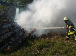Užsidegė miško technika