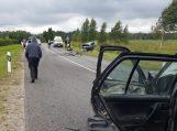 Girtas kelių siaubas sukėlė avariją, kurioje nukentėjo trys žmonės