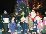 Kalėdų eglė įžiebta Traksėdžiuose