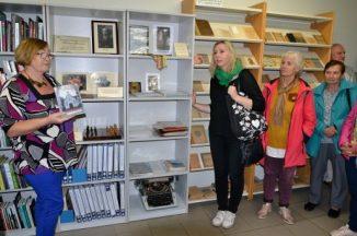 """Vydūno viešojoje bibliotekoje pristatyta paroda """"Kurčiųjų meno pasaulis – pamatykime ir susipažinkime"""""""
