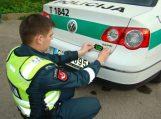 Neblaivus prie vairo įkliuvęs šilutiškis siūlė pareigūnams kyšį, o vėliau siautėjo areštinėje
