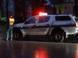 Girtas vairuotojas atsitrenkė į priešais sustojusį automobilį