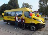 Juknaičių pagrindinė mokykla džiaugiasi naujuoju mokykliniu autobusu