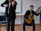 Švietimo įstaigų vadovų pasitarimas prasidėjo gyva klasikine muzika
