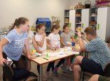 Žymūs lėlininkai iš sostinės Šilutės vaikams vedė kūrybiškumo stovyklą