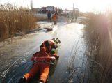 Pagėgių ugniagesiai gelbėtojai mokėsi gelbėti  žmones įlūžus ledui