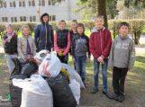 Traksėdžių mokiniai tvarkė aplinką