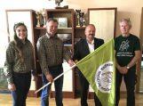 Meldines nendrinukes globojantiems ūkininkams – specialios vėliavos