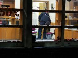 Plėšikai brovėsi į juvelyrinių dirbinių parduotuvę