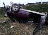 Girtas vairuotojas lenkimo manevrą atliko geležinkelio pervažoje ir sukėlė avariją