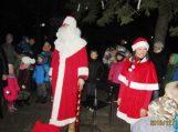 Traksėdžiuose taip pat įžiebta kalėdinė eglė