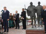 Rusnėje atidengtas paminklas M. Gandžiui ir H. Kallenbachui