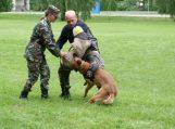 Piktybiškai besislapsčiusį Šilutės rajono gyventoją surado pasieniečių tarnybinis šuo