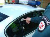 Šilutės rajone greitį viršijęs vairuotojas bandė papirkti policijos pareigūnus