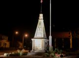 Nuo šiol tamsoje šviečiantis paminklas laisvės gynėjams