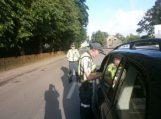 Policijos pareigūnai fiksavo vairuotojų blaivumą ir važiavimo greitį