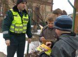 Saugaus eismo dieną pareigūnai priminė eismo dalyviams apie jų pareigas ir atsakomybę