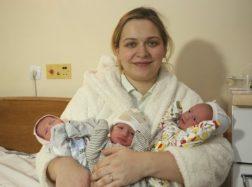 20-metė, laukusi dvynukų, pagimdė tris mergaites