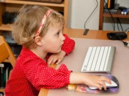 Ką gali padaryti tėvai, kad technologijos vaiką ugdytų, o ne bukintų?