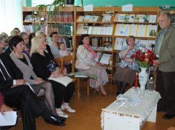 """Literatūrinė – muzikinė popietė """"Žodžių vainiką nupinsiu"""" Stoniškių bibliotekoje"""