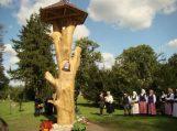Katyčiuose atidengtas stogastulpis įamžinti išnykusiems ir esantiems seniūnijos kaimams