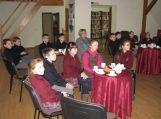 Viduržiemy bibliotekoje vaikai sušilo prie arbatos puodelio