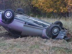 Apvirtus automobiliui vairuotojas pasišalino