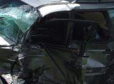 Sunkvežimis prie Gardamo nuo kelio nubloškė lengvąjį automobilį