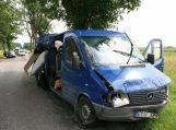 Avarijoje sunkiai sužalotas iš automobilio iškritęs vaikas