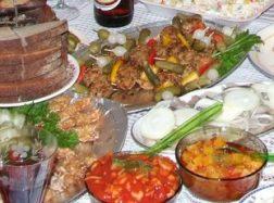 Švenčių pavojai: persivalgymas