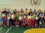 Vilkyčių mokykloje sportuoja ne tik mokiniai, bet ir jų tėveliai.