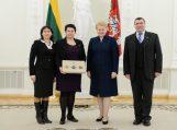 Prezidentė rusniškiams įteikė trispalvę