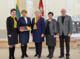 Trispalvė iš Prezidentės Dalios Grybauskaitės rankų ir šilutiškiams